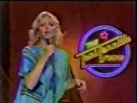 Toni Tennille performs Betty Wright Clean Up Woman