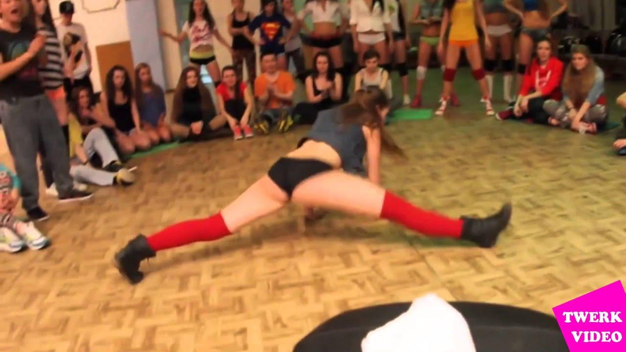 Смотреть онлайн танцуют попками 17 фотография