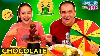 FUENTE DE CHOCOLATE CHALLENGE. Probando comida normal con chocolate | ABY