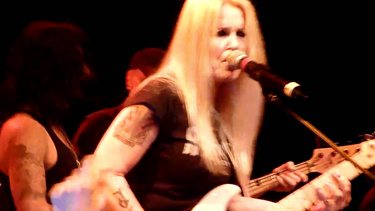 Lita Ford Singing Quot Kiss Me Deadly Quot At The Rock N Roll
