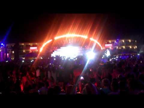 8/24/14 ~ Wyclef Jean @ Ushuaia Ibiza ~ Zipping In