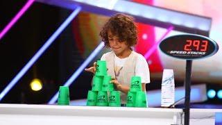 Unul dintre cei mai rapizi copii din România, la Next Star. Uite cu ce viteză adună paharele!