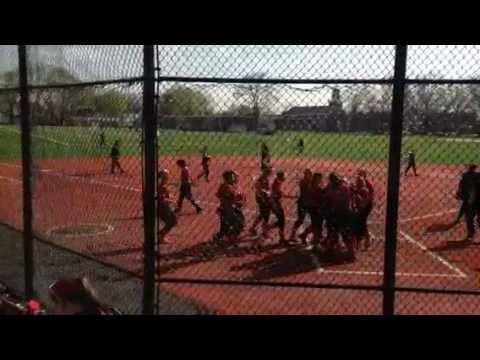 Softball Scores Winning Run vs. SVC (05/01/2014)
