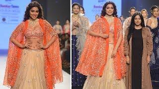 Shriya Saran Ramp Walk For Desiner Ashwini Reddy | Latest Ramp Walk Video 2018