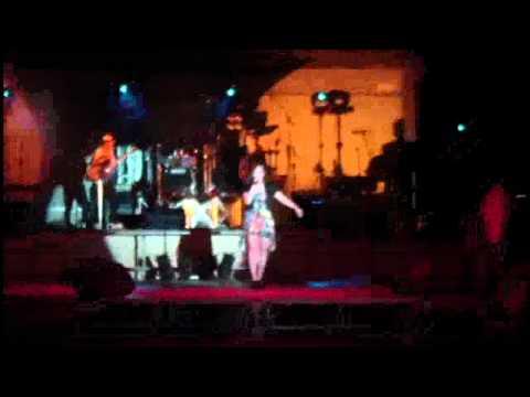 Cristel Dalrì live a Muviamo la Musica Fermiamo il Terremoto interpreta il brano Questa Sono Io