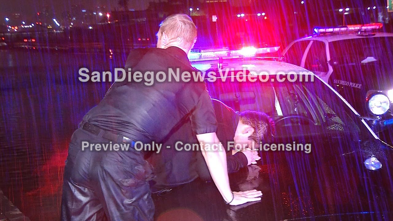 HEROIC OFFICERS RESCUE 6 PEOPLE IN SINKING VEHICLES - SCENE VIDEO