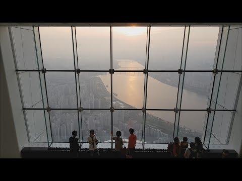 Панорама Сеула 120-й этаж. Закат. Вечерний Сеул. Панорамный вид.