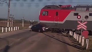 Момент смертельного столкновения легковушки с поездом под Уфой попал на видео