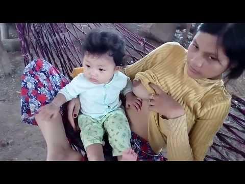 Breastfeeding Baby Playing - Bayi Mainan Saat Disusui thumbnail