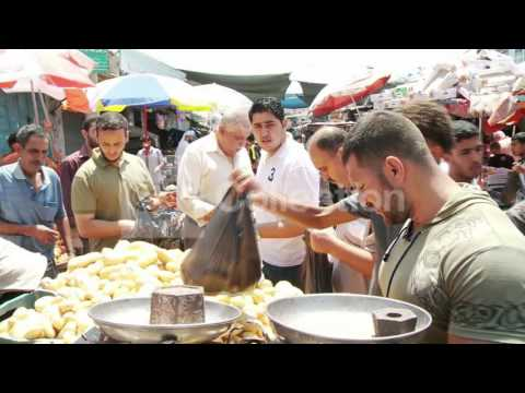 MIDEAST: GAZA RESIDENTS BUY FOOD DURING CEASE-FIRE
