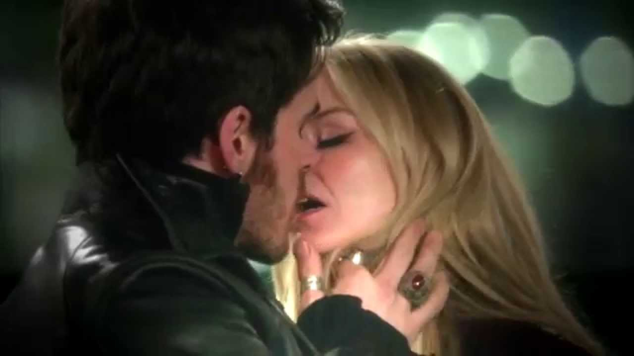 Once Upon A Time Captain Hook And Emma Kiss Gif Emma And Hook Kiss - Once Upon