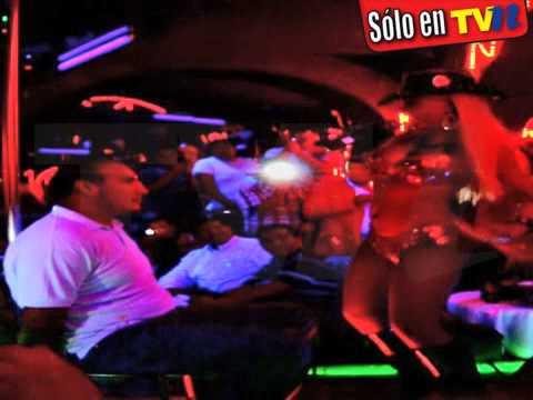 Paola Durante en una table dance