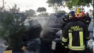 Quartu, auto in fiamme nei parcheggi del Carrefour