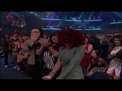 Rihanna Wins Favorite Soul/R&B Female Artist Award - AMA 2010