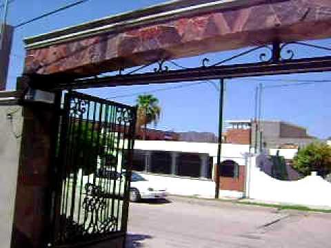 Puerta automatica plegadiza acordeon biombo herreria - Puertas de acordeon ...