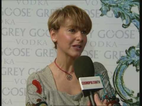 Carla Royo presenta nuevo producto en CosmopolitanTV