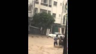 Insolite | La furie des eaux de pluie de Dakar emporte un homme