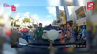 tin nóng 25/6 Thanh niên xe ôm công nghệ lấy mũ bảo hiểm đánh người phụ nữ trung niên