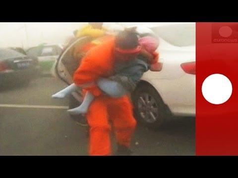China: Dozens stranded on highway in massive sandstorm