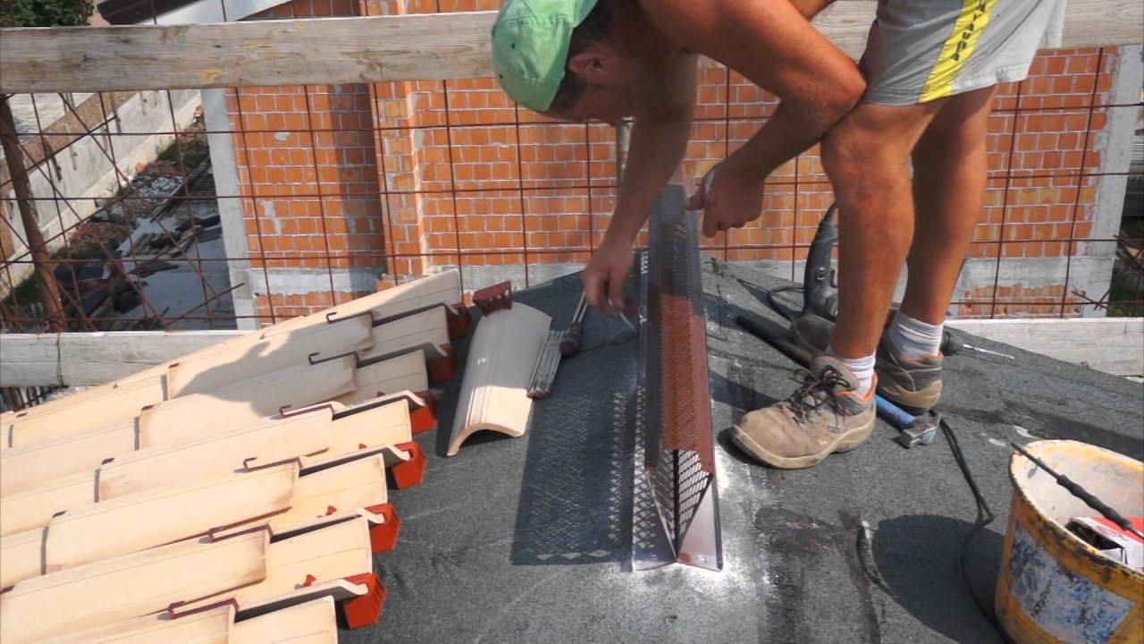 Tetto ventilato e colmo ventilato come si posa e i for Montaggio tetto in legno ventilato