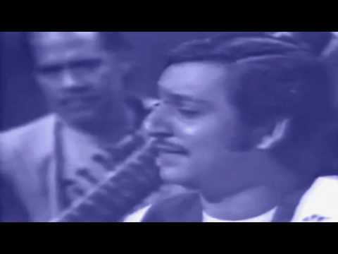 Ghulam Ali sings Ghalib  in PTV program Nikhar(70s) (Aah ko...