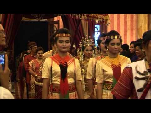 Pernikahan Adat Toraja: Prosesi Masuk (ika & Ivan) video