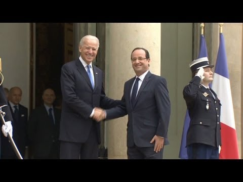 Biden talks diplomacy with Hollande