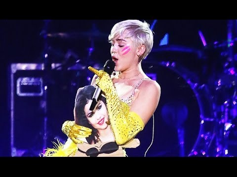 Miley Cyrus Says F*** You To Selena Gomez In Concert