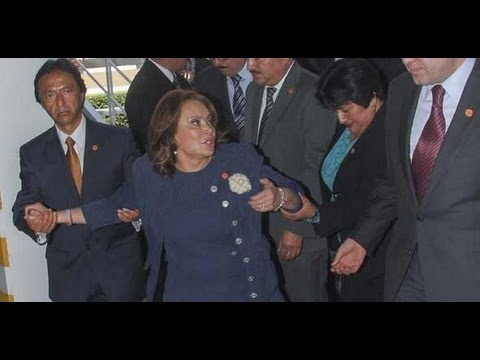 Detienen a Elba Esther Gordillo por lavado de dinero