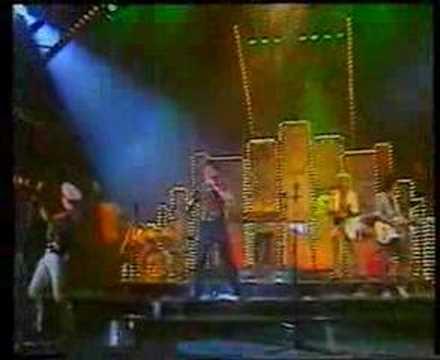ELSŐ EMELET - A LÁNY KÖRBEJÁR 1986