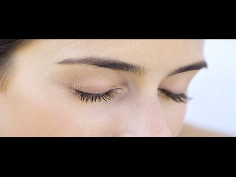 How to Get Gorgeous Lashes Without Mascara or Serums