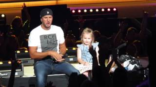 Download Lagu 5 Year Old Bella Steals the Show and 'Kills the Lights' with Luke Bryan Gratis STAFABAND