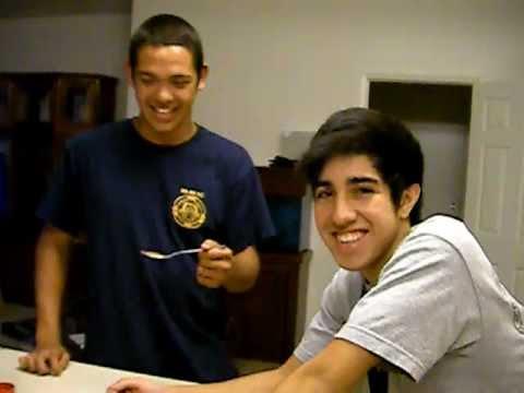 Funny Cinnamon Challenge Reaction Chris & Alexandro.