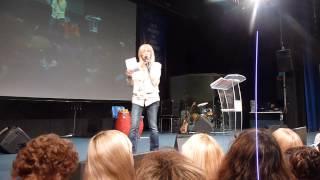 Palabra de Alejandra Stamateas a la pastora Graciela Correa