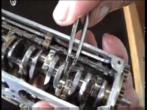 Dünyanın en küçük 12 silindirli motorunun yapımı