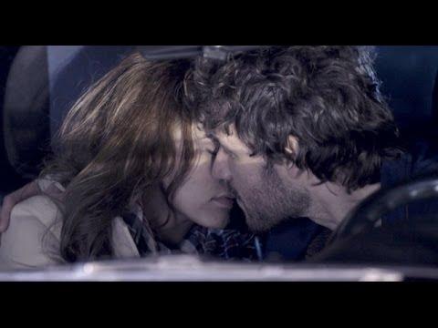 Sin Identidad - María y Juan a punto de besarse