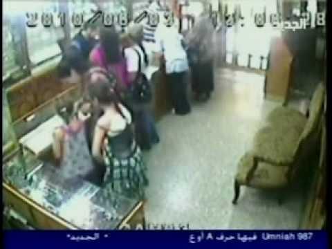 طفلة تسرق محل مجوهرات في صيدا