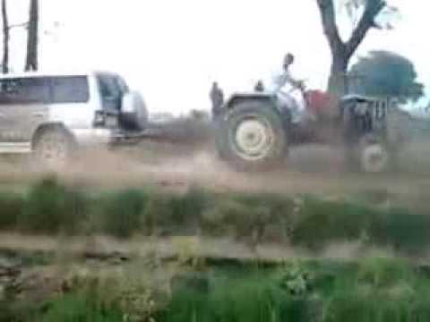 Pajero Vs Tractor.. (show Power) Stunt Punjabi.. video