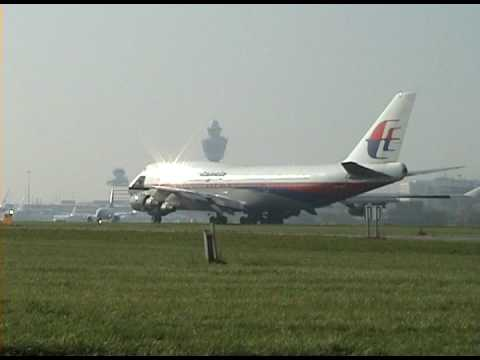 PRESS WATCHING IN HIGH QUALITY FOR BETTER QUALITY AND LOVELY SOUND An beautifull take off of the malaysia boeing 747-400 NOTE : WATCH THE BEAUTIFULL FLARE !!...