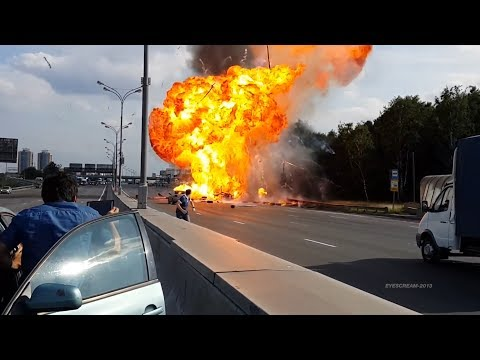 Russian Truck Gas Explosion - Балоны с Газом ДТП [HD]