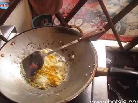 ไข่ทอดจิ้มข้าวเหนียว