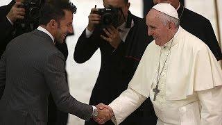 Francisco reúne en el Vaticano a las viejas glorias del fútbol mundial por la Paz.