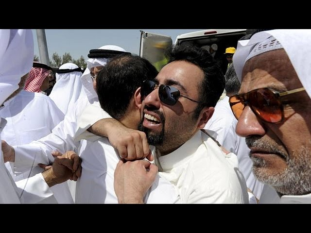 Kuwait: Thousands gather to bury the mosque blast victims - no comment