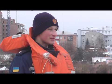 Вінницькі рятувальники роз'яснюють громадянам правила безпеки у разі виходу на лід