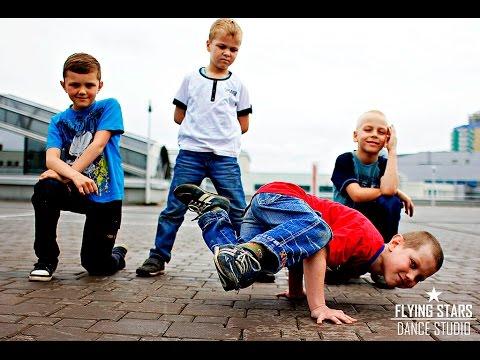 Брейкданс. Дети танцуют Break Dance. Кто как может)))