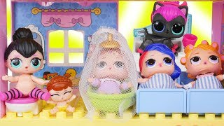 LOL Surprise Dolls + Lil Sisters New Doll House and Bathroom Training at Shopping Mall - Blind Bags
