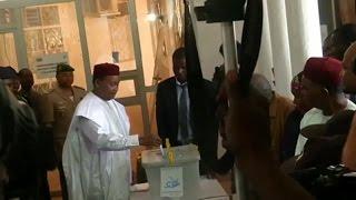 Niger, ADOPTION DE LA RÉVISION DE LA CONSTITUTION