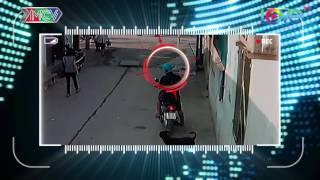 Kẻ cướp mai phục giật dây chuyền nạn nhân ngay trong hẻm.