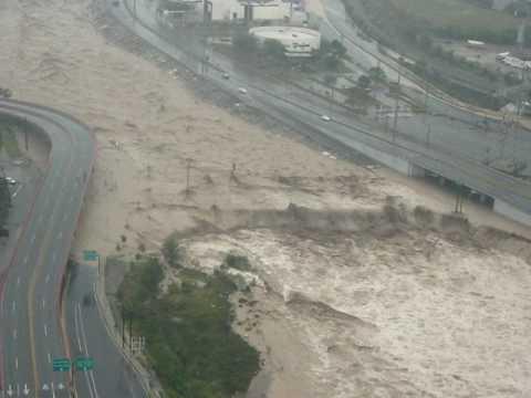 Huracan Alex en Monterrey (Rio Santa Catarina a 150 metros de altura)