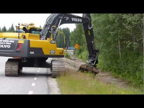 Volvo EC250DL ditching with Oilquick Rototilt